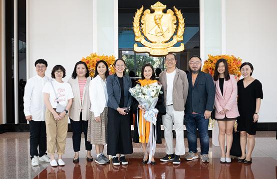 จินา โอสถศิลป์ ประธานเจ้าหน้าที่บริหาร บริษัทจีดีเอช ห้าห้าเก้า จำกัด เข้ารับพิธีประสาทปริญญาศิลปศาสตร์ดุษฎีบัณฑิตกิตติมศักดิ์