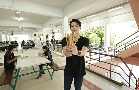 """""""นะ"""" พาทึ่ง """"ตะเกียบกินได้"""" ไอเดียลดขยะฝีมือคนไทย!!!"""