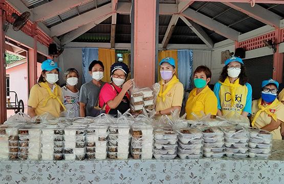 """""""วันสร้างสุข""""  มอบสิ่งของจำเป็น ช่วยเหลือชุมชนพื้นที่เปราะบาง   หลายครัวเรือนติดโควิด ถูกกักตัว!!"""