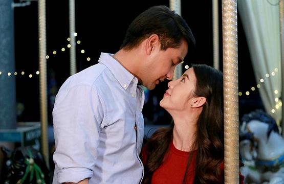 """""""เหมือนเราเคยรักกัน"""" เปิดฉากโรแมนติก อบอุ่นหัวใจ  """"ป้อง"""" จูบ """"เอสเธอร์"""" กลางสวนสนุก"""