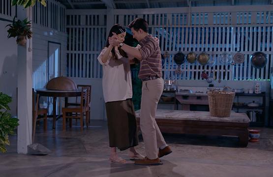 """""""แก้วลืมคอน""""  พักดราม่าชั่วคราว   ส่งฉากฟิน """"กั้ง"""" สอน """"กรีน"""" เต้นรำประชิดตัว"""